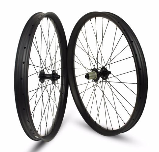 Juego de ruedas de 29er MTB Carbon de 35 mm de ancho con cubo de refuerzo 15 * 110 y 12 * 148 a través del eje