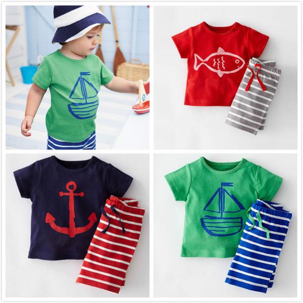 new concept 82a3d 41759 Acquista Set Di Abbigliamento Bambini Ragazzi Cartoon Anchor Fish Striped  Abiti Casual 2 Pezzi Set Barca A Vela T Shirt E Pantaloni Abbigliamento ...