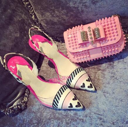 Nuevo estilo nombre marca dulce mujeres lindas sandalias de tacón alto parche corazones negros punta estrecha elegante dama bombas moda chica stilettos