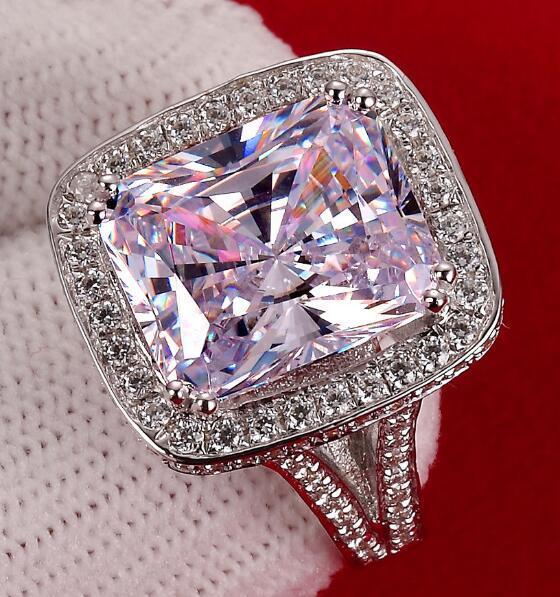 Corte de cojín de lujo 8 ct anillos de diamantes de compromiso sintético para las mujeres Anillo de bodas chapado en oro anillo exagerado Corte Royal de estilo europeo