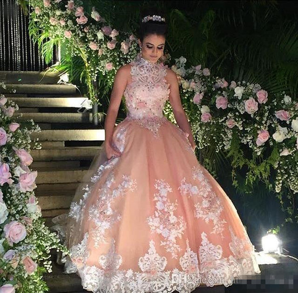 Principessa A Line Coral Arabo Prom Dresses 2017 Vintage Halter Neck con pizzo bianco in rilievo Plus Size abiti da cerimonia nuziale formale Occasioni