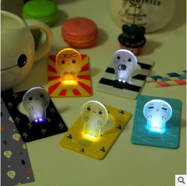 Lampada da notte a LED all'ingrosso Cute Cartoon Unplugged Battery Card Lamp Piccola luce di espressione Luce di notte portatile Regalo di favore di Natale