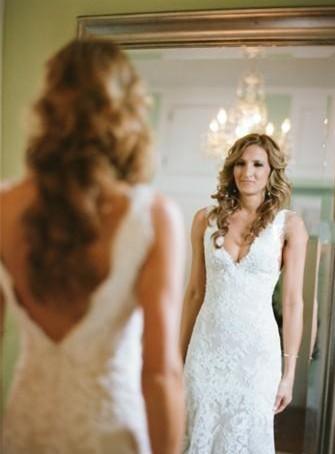 2017 Los vestidos de boda llenos atractivos baratos del cordón Neckwear profundo de la capilla Backless de la capilla de la sirena del cuello V Vintage SummerNeck cupieron los vestidos nupciales árabes