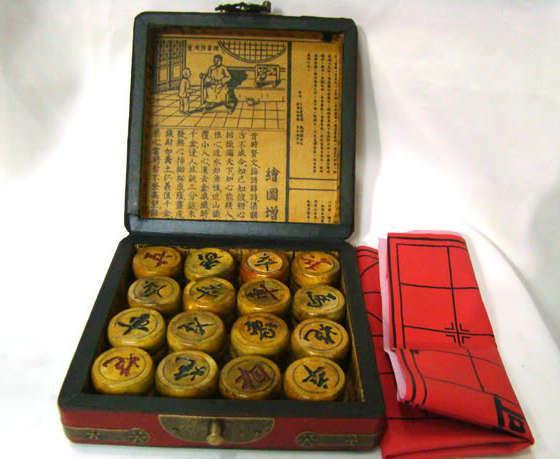 top popular Wholesale cheap FAMOUS CHINESE OLD RED Dragon phoenix BOX WITH WHOLE SET CHESS 2021
