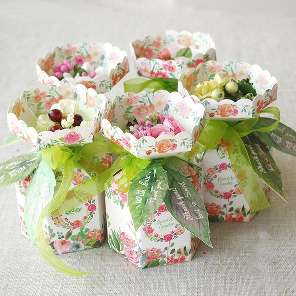 Wedding Favors Gifts Boxes with Bouquet decorates Printed Flower Paper Favor Boxes Wedding Party Decorates Creative Chocolate Box