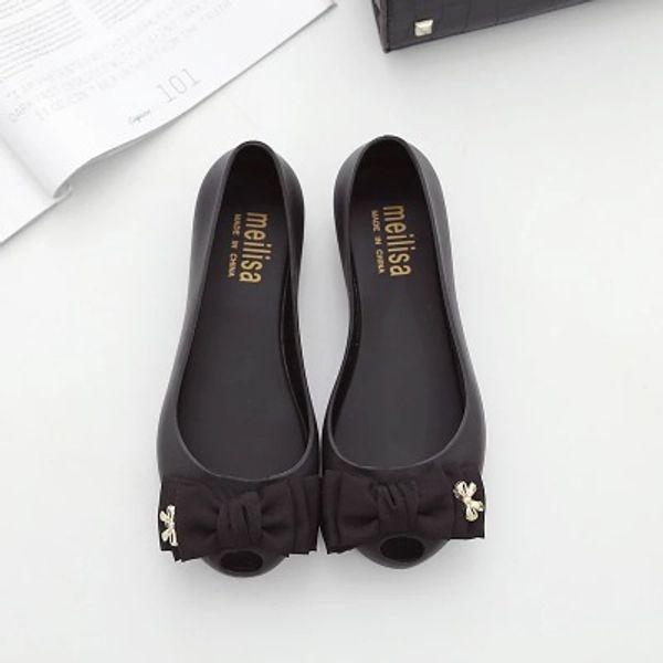 Yeni 2017 joker balık ağzı sandalet delik delik plaj ayakkabı, güzel jöle ayakkabı düz düz ilmek ile kadın sandalet, çeşitli renkler