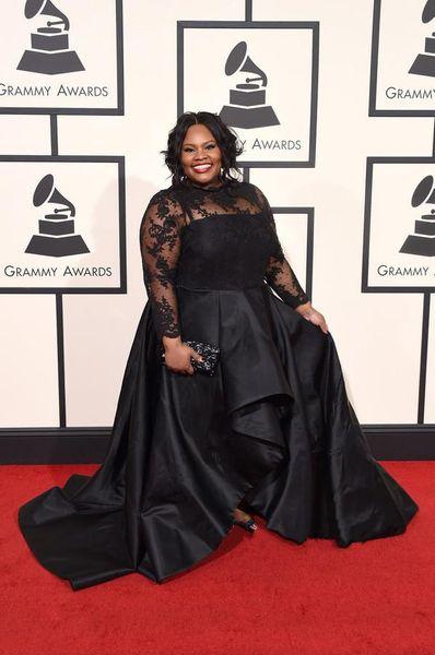 2019 Grammys Plus Size Formale Abendkleider Mit Langen Ärmeln Spitze Applique Abendkleid Jewel Neck Sweep Zug Frühling Schwarz Party Kleider