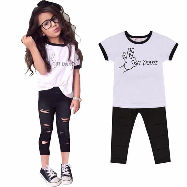 47681259f701e Vente en gros - Mode été filles enfants vêtements lettre t shirt + trou  recadrée pantalon grils ensemble de vêtements Vetement fille enfants  vêtements ...