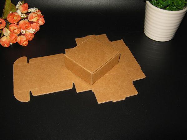 Al por mayor-50pcs / lot 5x5x2cm Embalaje del regalo de la caja de papel Kraft Event Party Wedding Candy Chocolate Bakery Hornear Cake DIY jabón Embalaje
