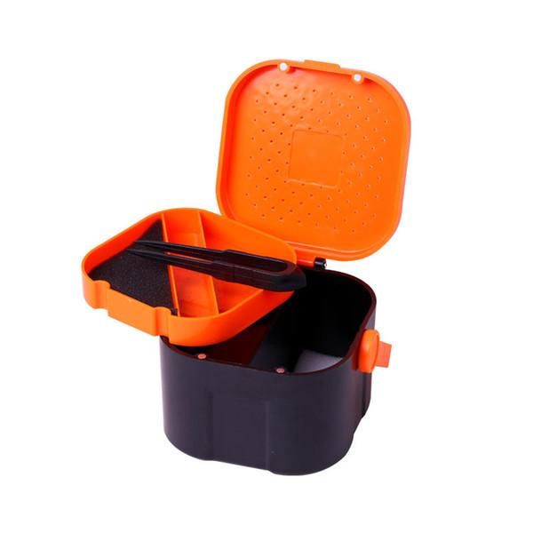 Al por mayor-5 Compartimentos carpa con señuelo de la pesca con mosca señuelo caja de caja de plástico doble capa gusano de lombriz gusano cebo señuelo de pesca caja de clip