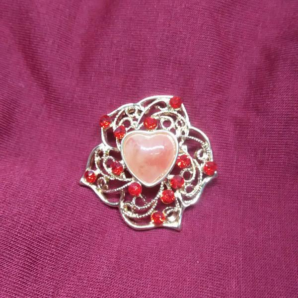 Moda creativa fiore a forma di cuore Semplice retro lega di spilla Spilla di strass Gioielli artificiali Uomini e donne Spilla d'oro