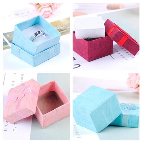 Caja de papel de almacenamiento de joyas Caja de regalo de múltiples colores anillo pendiente del perno prisionero para la joyería 4 * 4 * 3 cm envío gratis 100pcs / lot