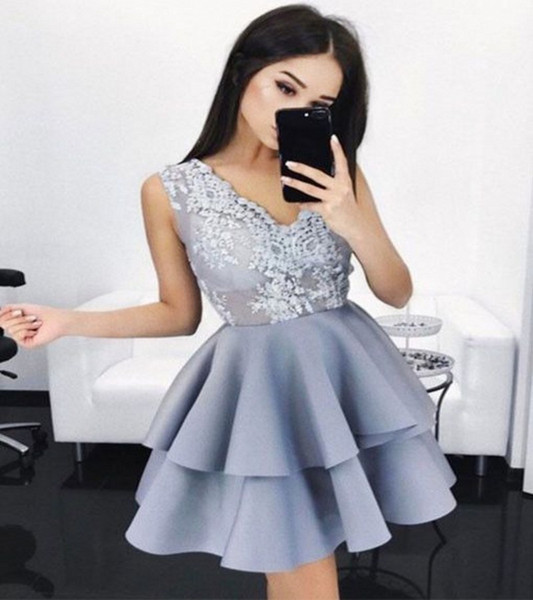 Grey V Neck Short Party Dresses With Lace Appliques A Line Layers Yong Girls Formal Wear Homecoming Dress Back Zipper Cheap Prom Gowns