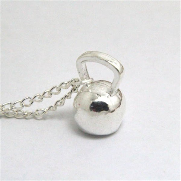 12pcs / lot Collana di fascino Kettlebell argento Collana di campana bollitore campana Fascino fitness Esercizio di sollevamento pesi Pendente crossfit