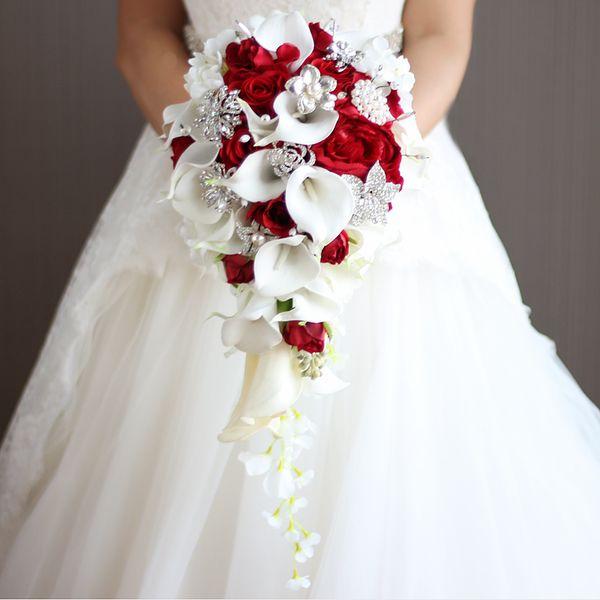 Artificiale perla e cristallo Bridal Bouquet Ivory Brides Handmade Brooch Bouquet Noiva Red Cascading Wedding Bouquet Waterfall