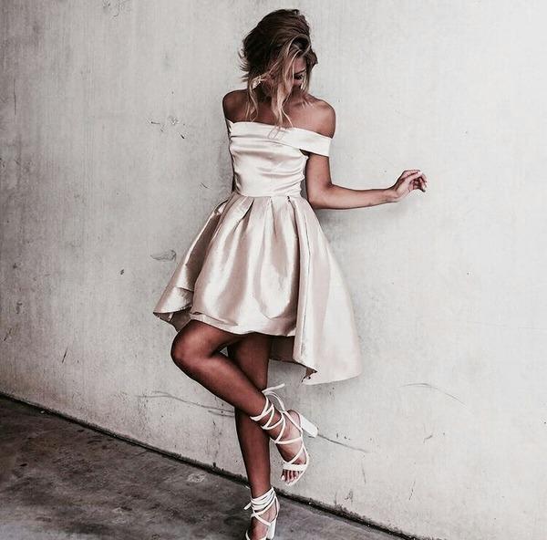 2017 Moda Beige Satinado Alto Bajo Cóctel Vestidos de Fiesta Sexy fuera del Hombro Corto Homecoming Vestidos de Graduación Vestido de Ocasión Especial