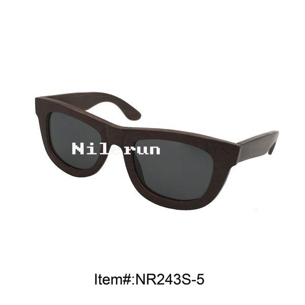 freschi occhiali da sole in legno nero