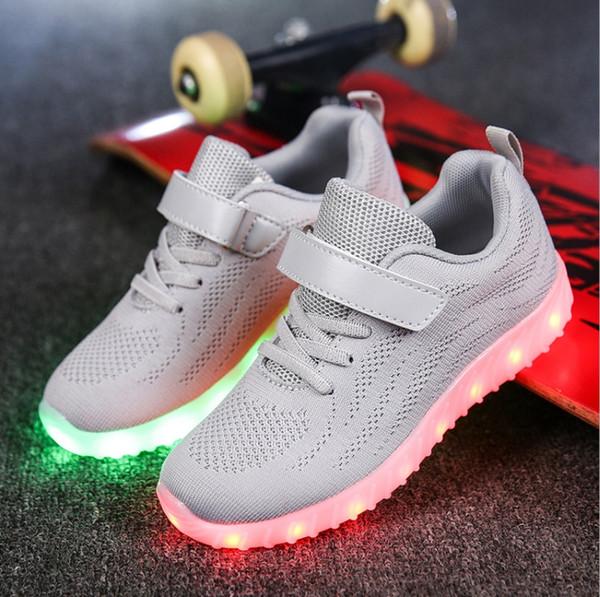 la mejor actitud e88fa 7d314 Compre Los Niños Del Otoño Zapatos Ligeros Llevaron Los Zapatos Ligeros Del  Muchacho De Carga USB De Malla Fluorescente Deportes Luces Luminosas De ...