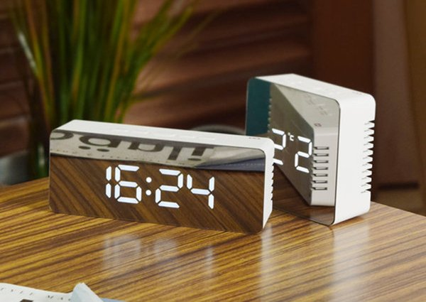 Manufacturer supplies multi function mirror, digital clock, creative gift thermometer, high definition mirror, alarm clock, cosmetic mirror