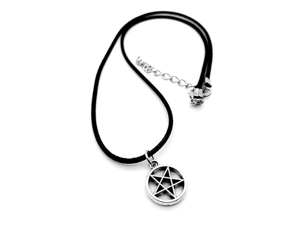 5PCS- Tiny David of Star Necklace Pagan Wicca Inverted Star Pentagram Necklace Circle Round with Star Leather Rope Necklaces