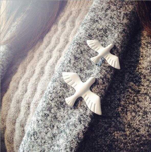 Art fresh retro metal white pigeons peace dove brooch chest flower badge collar needle wholesale free shipping