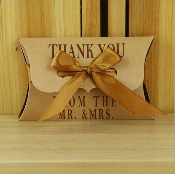 Düğün Olay Kraft Şeker Kutuları ile Yastık şeklindeki Düğün Noel Partisi için Bebek Duş Tatlılar Çikolata Favor Kutusu 11 * 6.5 cm