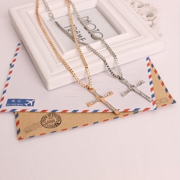 Nuova collana in oro con diamanti