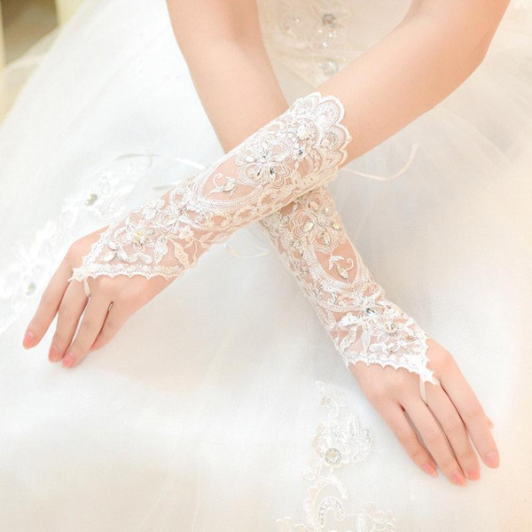 2017 Lace Bridal Gloves White Bride Gloves Lace Fingerless Appliques Below Elbow Length Gloves One Size Fits All CPA226