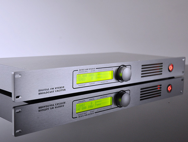 top popular 10W Digital DSP & DDS Technology DDone-10 87.5-108MHz FM Transmitter broadcast exciter used for production or FM-Airchain 2021