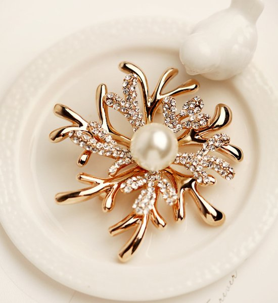 hot sale in europe and america flower bra coral flower boutonniere rhinestone clothing auessoriesfor for women broochomen