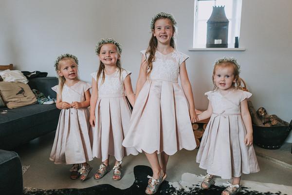 Robes de demoiselle d'honneur pour mariages satin appliques de dentelle blush satin rose froncé une ligne thé longueur simples robes de soirée pour les enfants pour la fête