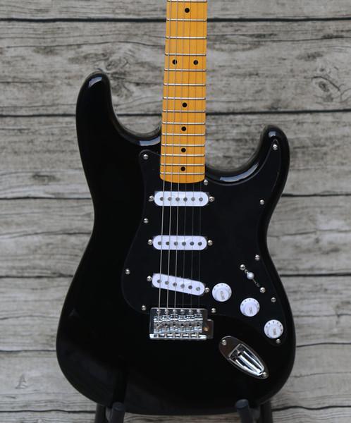 David Gilmour personnalisé Noir Strat Ocaster Noir ST Guitare électrique Black-Black-Black 3 Ply Pickguard, cou jaune, Vernis Brillant Fingerboard