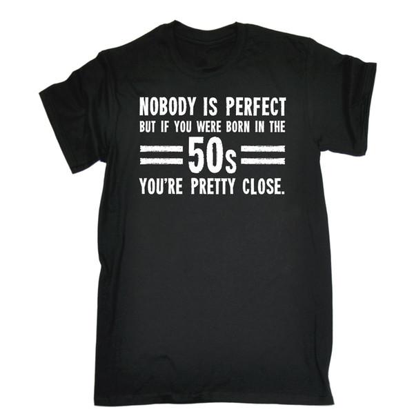 1e69c1801ec7f Ninguém é perfeito nascido nos anos 50 Você é muito próximo aniversário do  tee T-SHIRT