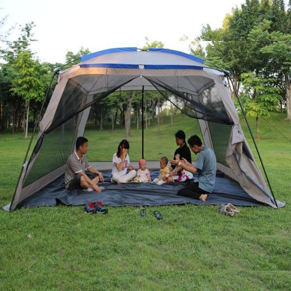 Dış seyahat 5-8 kişi aile kamp çadırı gösterir ve büyük alan en kaliteli çadır açık kamp aile çadırda olduğu