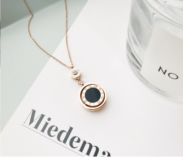 Rome black and white disc Necklaces