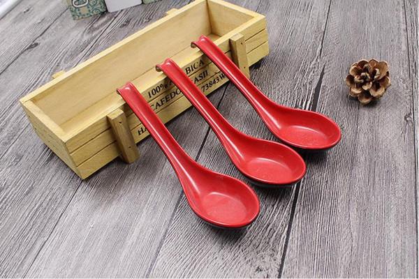 vendita all'ingrosso 500 pz rosso nero colore casa posate giapponese ciotola di plastica zuppa porridge cucchiaio caldo