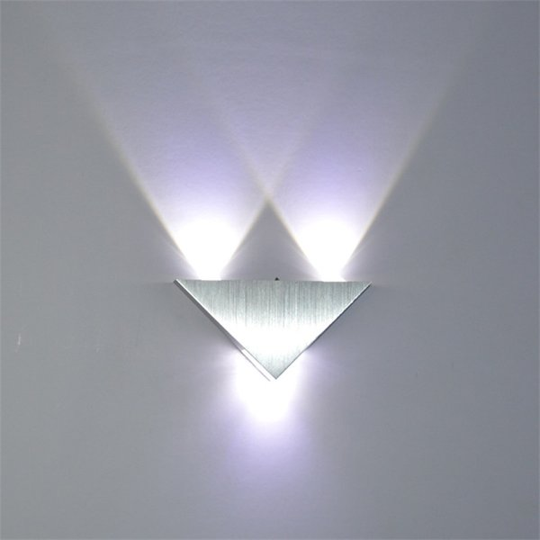 Nouveau Multi Color 5W Triangle LED Miroirs Muraux Rétro-Éclairage Décoratif Corridor Lampe Vers le Bas Rougeoyant Dans Le Noir Chaud Vente 30xr aa