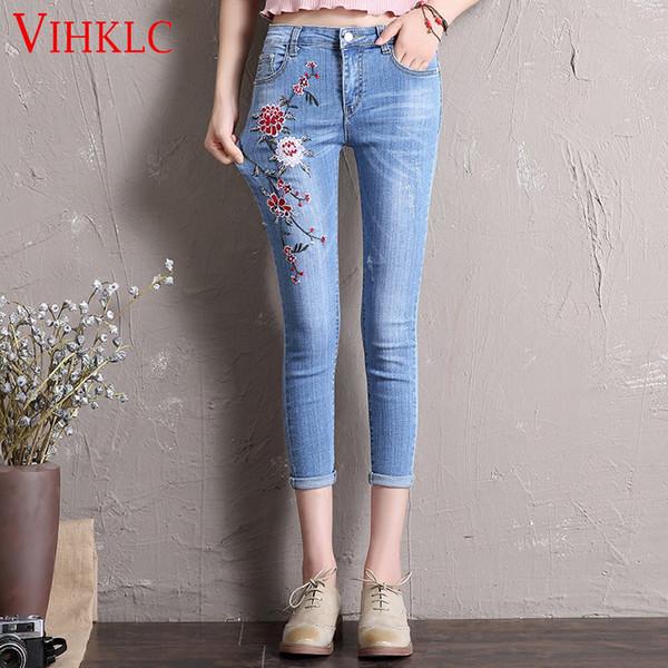 Vintage Blume Stickerei Jeans weibliche Taschen gerade Jeans Frauen unten hellblau Freizeithosen Capris Sommer Plus Größe A740