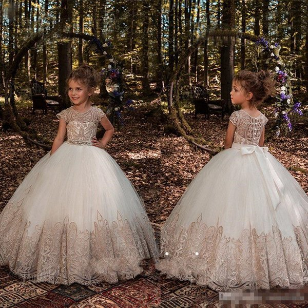 2018 Princess Ball Gown Flower Girls Dresses For Weddings Crystal Sash Baby Girl Birthday Party Gowns Cheap Kids First Communion Dresses