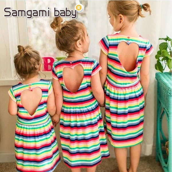 Baby Mädchen Regenbogen Bunte Gestreifte Kleid Strand Sommer Mädchen Sleeveless Zurück Hohl Liebe Form Kleider Baumwolle Schwestern Passenden Outfits
