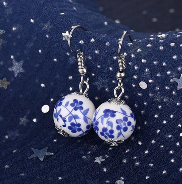 Handgemachte keramische Kornohrringe der Weinlese blühen blaue und weiße Porzellanohrringfrauen Weihnachtsgeschenke 48pair / lot