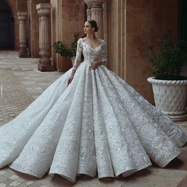Vestidos de boda del vestido de bola del cordón del lujo Vestidos de novia atractivos del hombro 3D Appliqued corte de la corte Backless más el vestido de boda del tamaño de encargo