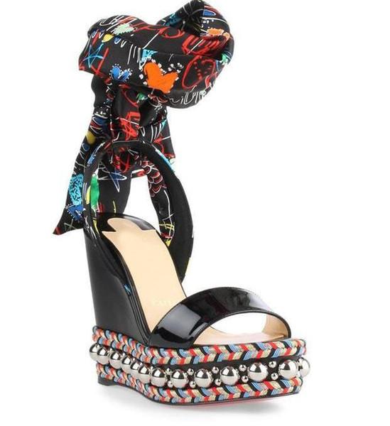 Luxus Name Marke Red Bottom Levantine Wedge Sandale Mit Bogen Graffiti Knöchelriemen Hohe Qualität Gladiator Alias Mujer EU35-42
