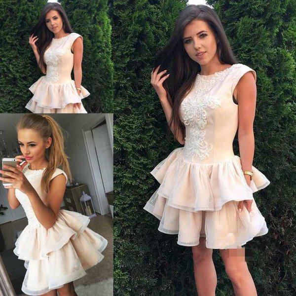Elegant Short A Line Homecoming Dresses Scoop Neck Lace Appliques Tulle Tiered Ruffles Cocktail For Juniors Prom Party Gowns