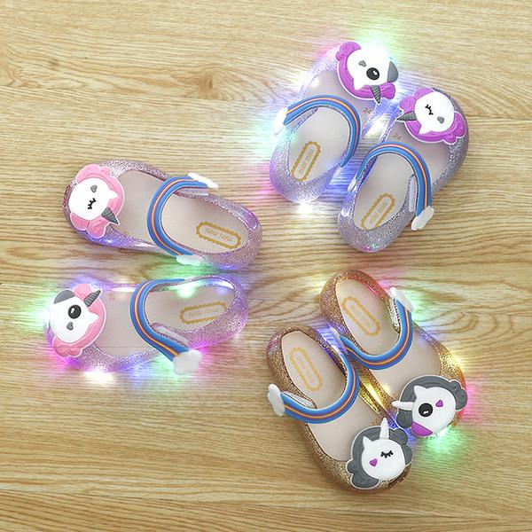 Niños verano sandalias de engrosamiento Niños Little Mary Led Light Shoes Unicornio de dibujos animados Soft Rainbow Shoes Girl Lovely Sandal Pink Gold 19rx Ww