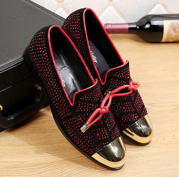 2019 Traje de ocio de lujo de cuero de lujo para hombre Zapatos de cuero negro Zapatos de boda para hombre Mocasines con borlas doradas nx18