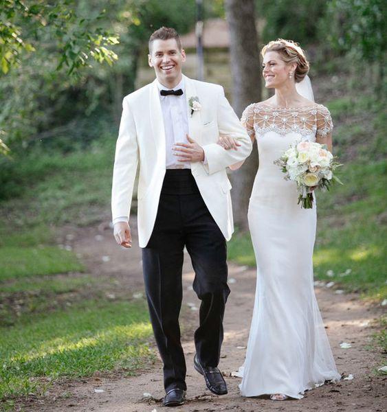 Handsome 2018 Men Suits White Shawl Lapel Wedding Suits For Man Bridegroom Custom Made Loose Formal Tuxedo Prom Blazer Best Man Jacket+Pants