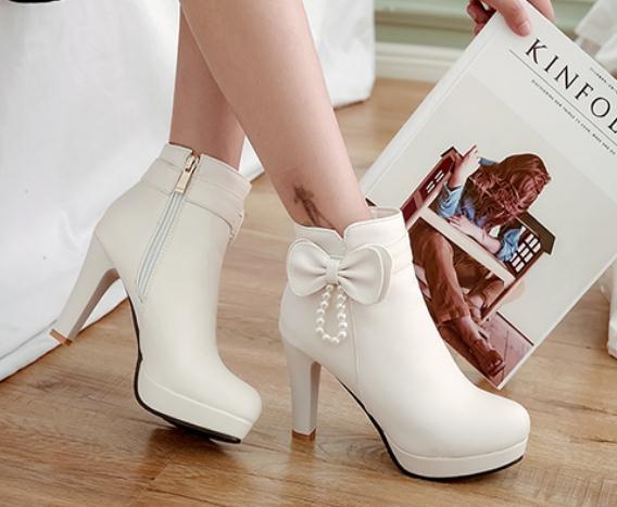 Free send 2018 new style high heel autumn and winter Coarse heel Martin boots women short boots