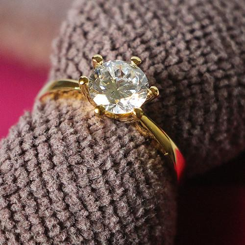 Classic design wedding ring 0.6ct Synthetic Diamond Ring for Lady Sterling Silver 24K Yellow Gold Plated Engagement Ring with box