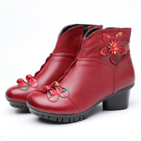 Hot Selling 2018 Autumn and Winter New Retro Flower Genuine Leather Shoes Woman Boots Elegant Buckle Martin Boots Comfort Women Warm Shoes